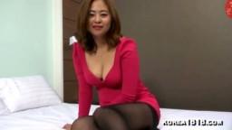 Korean Cleavage Girl