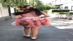 B站直播萝莉脱衣服上街跳舞