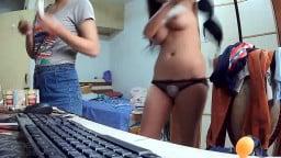 【国产】女大学生毫不知情的情况下在360水滴摄像头前换内衣,这奶子,真不是一般的大。