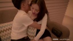 国产AV剧情片—约炮同事与同事的秘密性爱关系是一场狂暴的肉体碰撞720P高清版