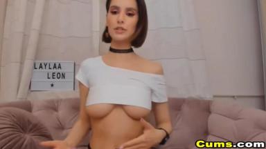Sexy Nice Ass Babe Strip And Masturbate On Cam